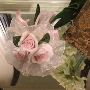 NWOT Miniature pink/white boutique of roses